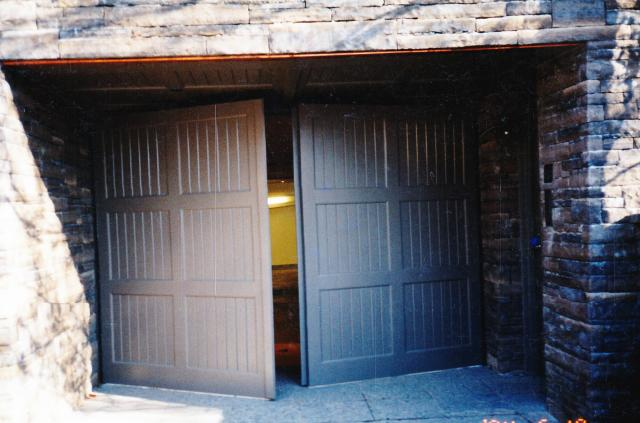 SCN_0090-BARN_DOORS_nov.jpg